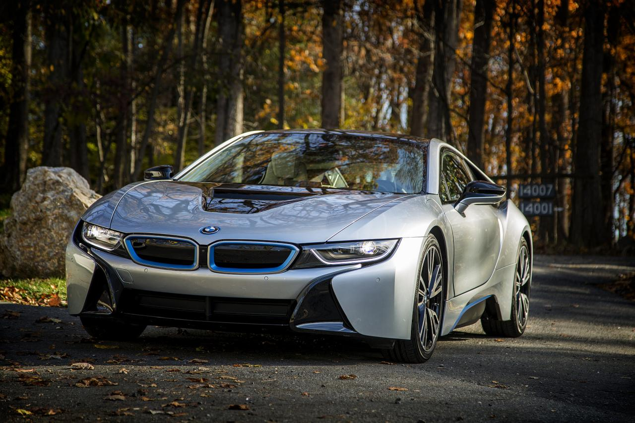 BMW-Pluginhybrid i8 in einem Wald, Foto: Automotive Rythms artvlive/flickr.com