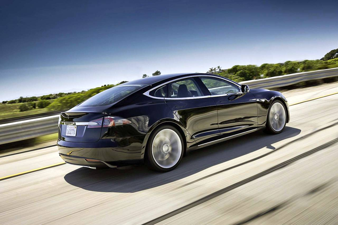Elektroauto Tesla Model S in voller Fahrt, Creative Commons 2.0 Lizenz, Foto: Automotive Rhythms, Flickr.com-ID: 8281378362_b3ab110f15